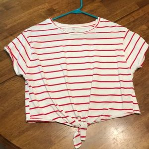 Tops - Cropped tee
